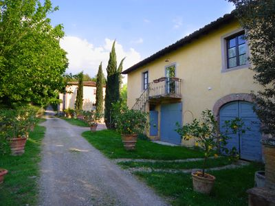 Photo for Apartment in villa with pool, WIFI, TV, patio, panoramic view, parking, close to San Gimignano