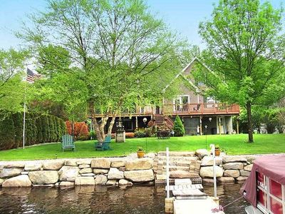 Beautiful 5 bedroom Waterfront House w/skiing/snowboarding/snow mobile path near