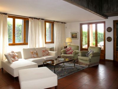 Photo for Lovely apartment for 8 people with private pool, WIFI, TV, balcony, pets allowed and parking