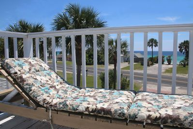 Relax in the sun & the warm gulf breeze on our upstairs sun deck.