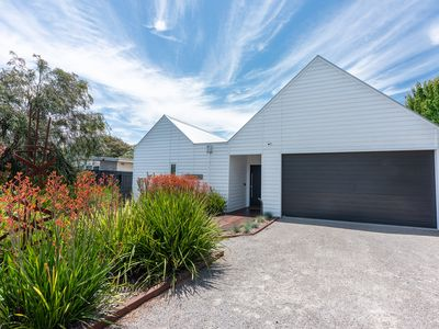 In the heart of it all,  Barown Heads, a few minutes walk to beach & shops