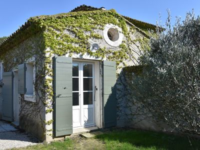 Photo for Charming detached villa with garden 3 minutes from the center of Aix-en-Provence