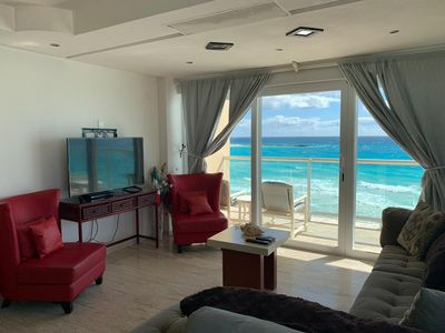 Photo for Gorgeous Suite Front Beach 1 Min To Coco Bongo
