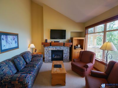 Taluswood - Spacious Creekside Townhome with Amazing Views & Common Hot Tub