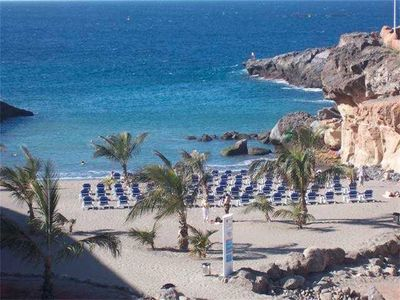 Photo for Beautiful apartment with beautiful views, heated pool, near the beach