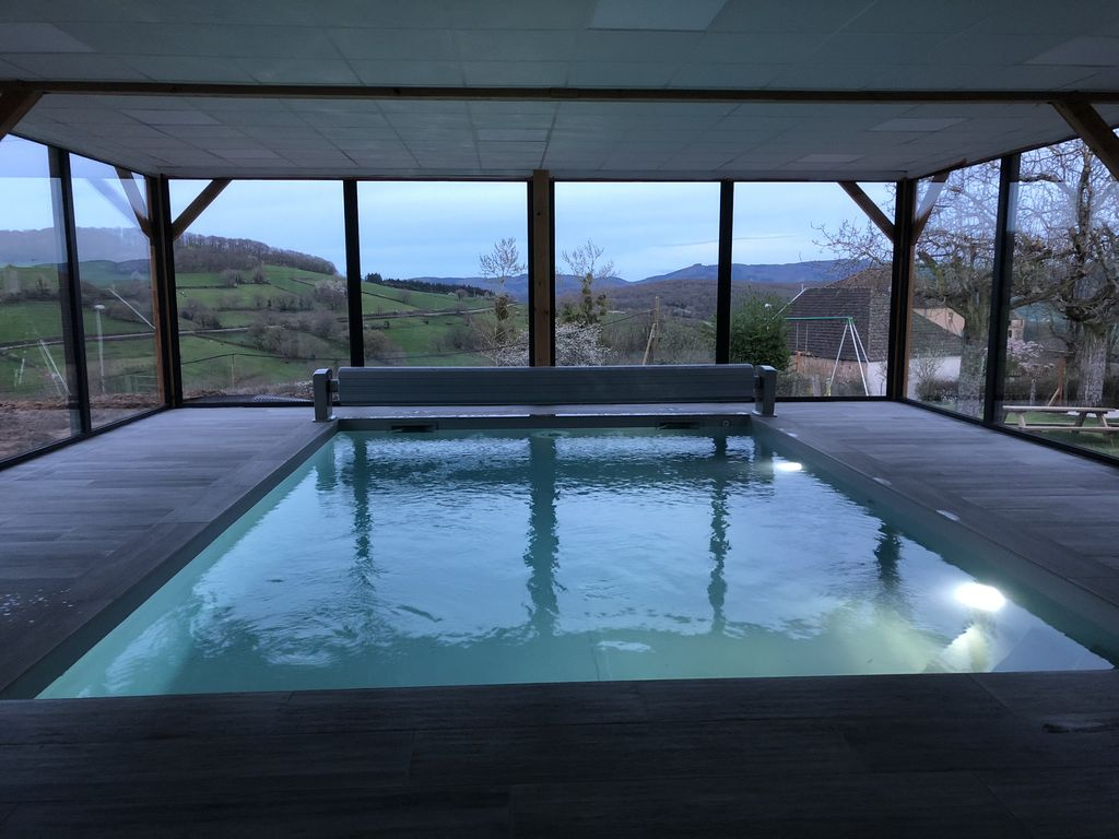 Cottage with private heated indoor pool and 24 hour access, spa and sauna
