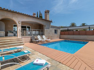 Photo for 4 bedroom villa with pool in the channel of Empuriabrava