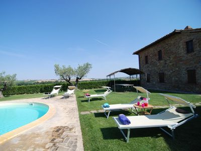 Photo for Beautiful apartment for 12 people with WIFI, private pool, TV, pets allowed and parking
