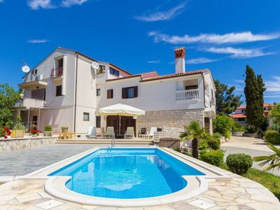 Photo for 2 bedroom Apartment, sleeps 5 in Medulin with Pool, Air Con and WiFi