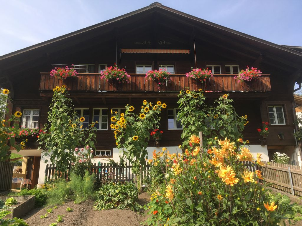 Grindelwald chalet rental & Grindelwald Holiday Chalet: Quiet central location with open views