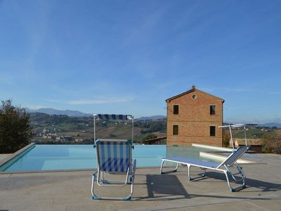 Photo for Villa with private pool and wellness area in the heart of Le Marche