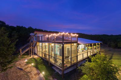 Hillside Hideaway - an eco & kid friendly Hill Country escape *hot tub &  views* - Wimberley