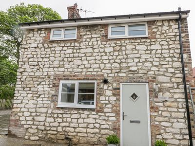 Photo for CHALKSTONE COTTAGE, pet friendly in Flamborough, Ref 1004851