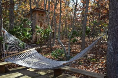 Treetop hideaway... Steps from main house