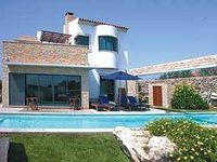Lovely villa, great pool, nice design and layout