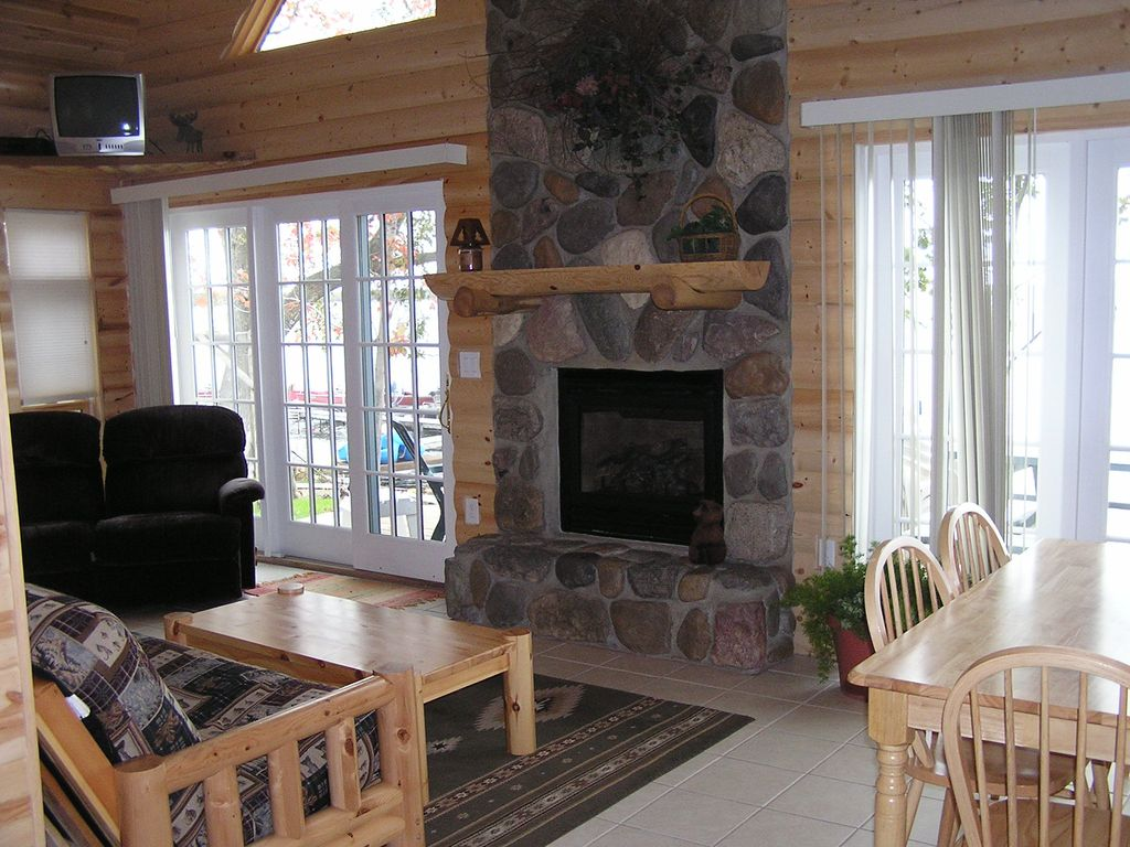 3 bedroom log style cabin with large stone vrbo