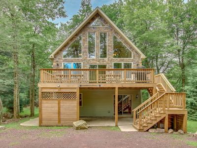 """Photo for """"Acorn"""" Minutes from JF/BB Skiing, Hot Tub, Pool Table, Arcade Games, WIFI"""