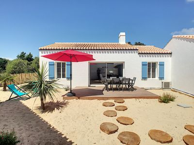 Photo for Les SALICORNES holiday house - countryside at the edge of the water!