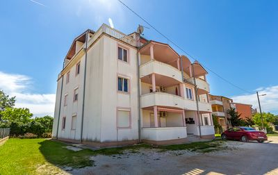 Photo for Comfortable apartment in Medulin with 2 bedrooms, washing machine, air conditioning, WiFi, barbecue and only 500 meters to the sandy beach