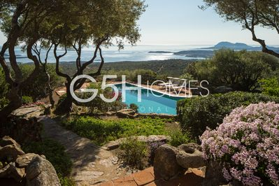 Villa with pool for rent in Sardinia, pool and incredible panorama from home .