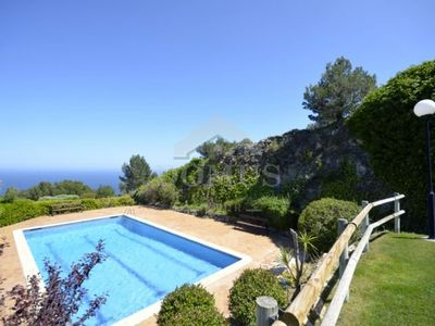 Photo for 4 bedroom Apartment, sleeps 8 with Pool
