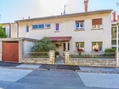 Photo for Apartment with 2 bedrooms, air conditioning, BBQ and only 100 meters to the pebble beach