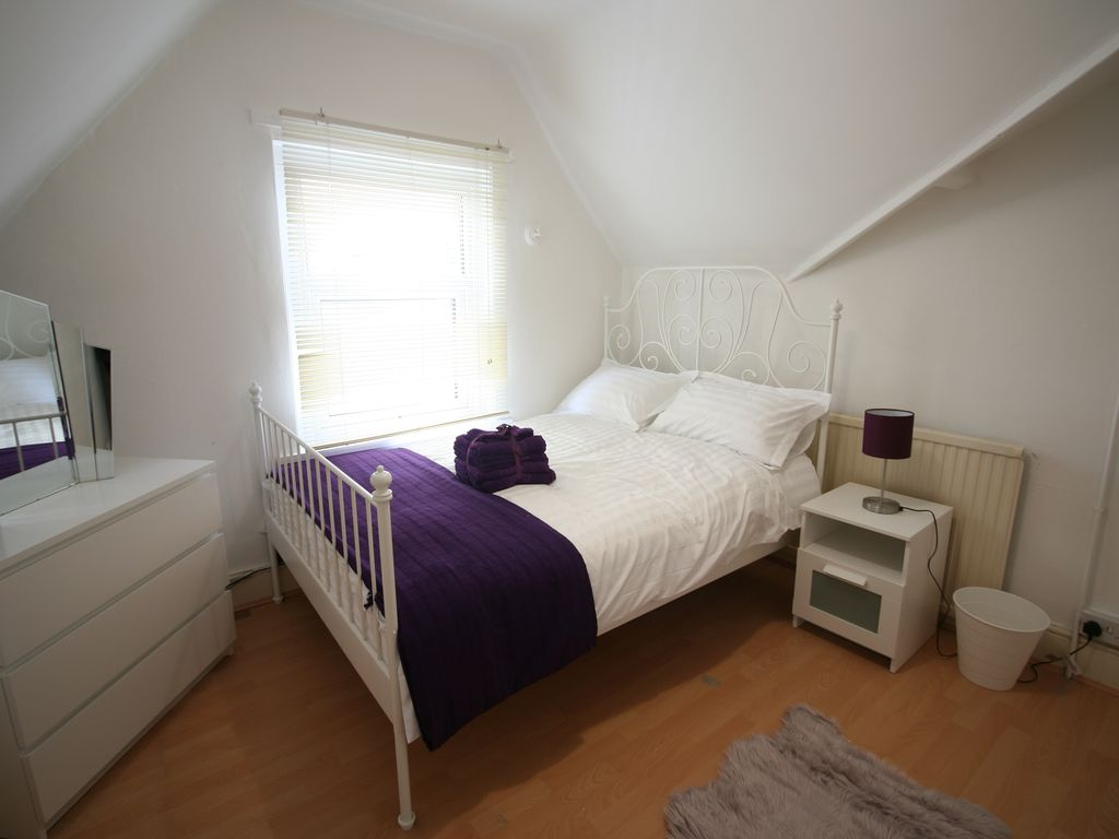 Gorgeous House in Trendy part of Cardiff, Room 3