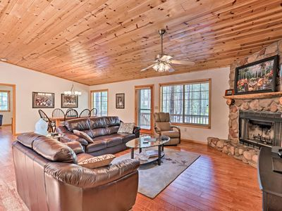 Photo for NEW-Pinetop Home w/Grill & Porch -  2mi to Golf!