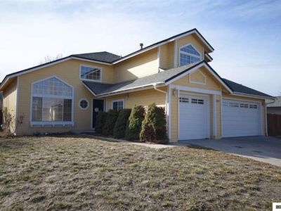 LARGE ROOMY FIVE BEDROOM HOME NEAR CASINO'S AND THE SPARKS MARINA