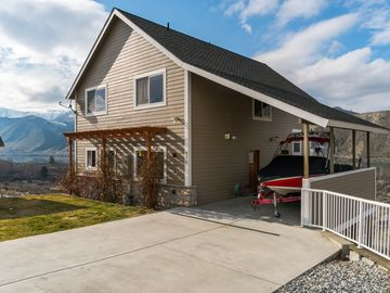 Spacious dog-friendly home with shared pool access and gorgeous views!