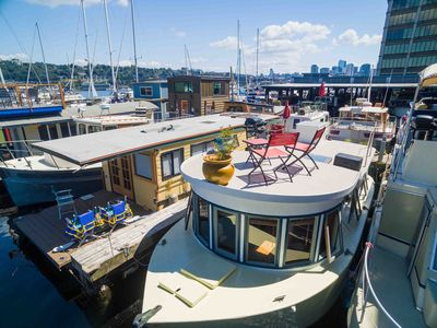 Photo for Adorable pied-à-terre Houseboat in the Heart of Seattle - Dive into a Staycay!
