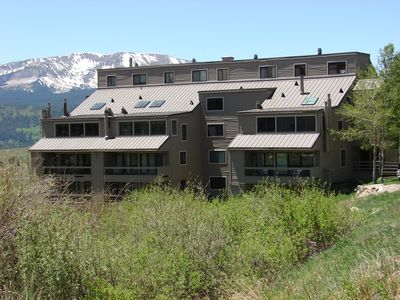 Photo for Fantastic condo, sleeps 8! 6th nt free! Walk to lifts! Hot tub!