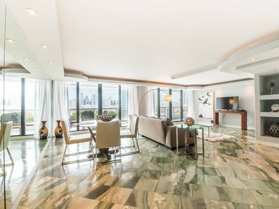 Photo for Downtown Miami 1254 | Premium 2BR Waterfront Condo | Free Valet Parking