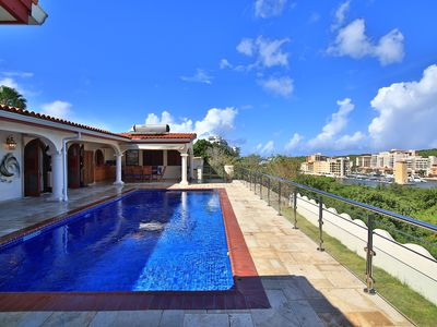 4 bedroom villa at walking distance from Cupecoy beach