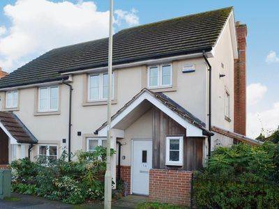 Photo for 2 bedroom property in Lymington. Pet friendly.