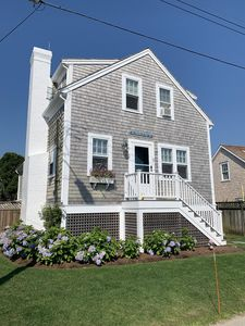 Cute and Cozy Brant Point Cottage; Short Walk to Town and Jetties Beach