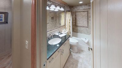 Photo for Two Bedroom, Two Bathroom Condominium with Great Vail Location