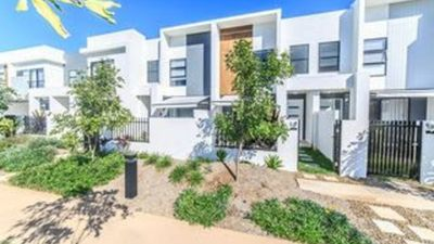 Photo for 3BR Townhome Vacation Rental in Hope island, QLD