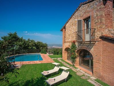 Photo for Beautiful villa in the hills above the town of Arezzo, panoramic pool and garden, satellite TV, air