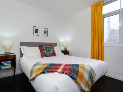 Photo for Cosy and Intimate 1 bed apt. sleeps 2. Located in trendy Hoxton - (Veeve)