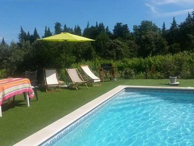 Photo for Charming villa with pool in the heart of the Côtes du Rhône vineyards