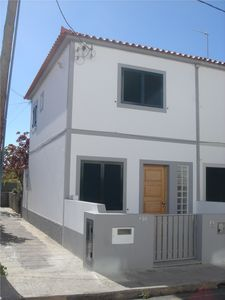 Photo for Townhouse type T2 in the center of the village 200 meters from the beach with air conditio