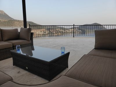 ROOF TERRACE SEATING AREA