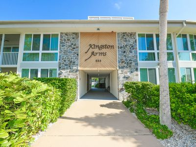Photo for Awesome location, St Armand's condo close to Beach, Shopping, Dinning and Fun