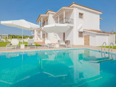 Photo for 4 bedroom Villa, sleeps 8 in Kalpaki with Pool and Air Con