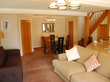 Delightful self-contained modern detached lodge in peaceful rural location