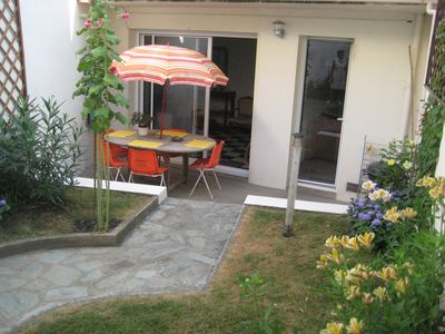Photo for Quiet apartment on one level with garden, 300 meters from the beach for 4 people