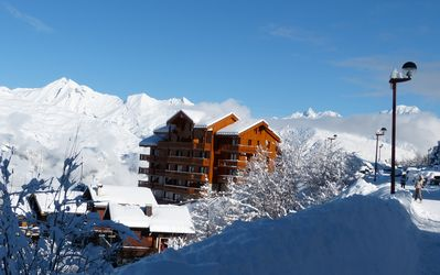 Photo for Sunny panoramic apartment close to the slopes in the heart of Paradiski
