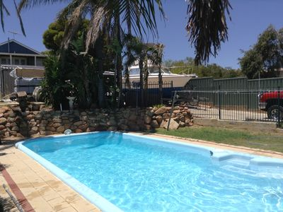 Photo for 100 metres from beautiful Quinns beach, Blue Vue Cafe & Quinns Shack.