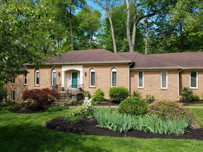 Great for families, groups & corp teams! Private wooded backyard / ample parking